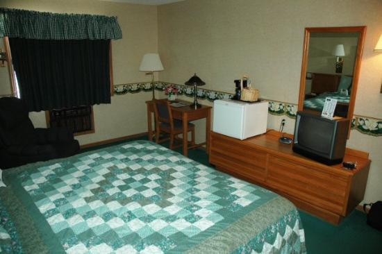 Baymont Inn and Suites Dubuque: Standard king room