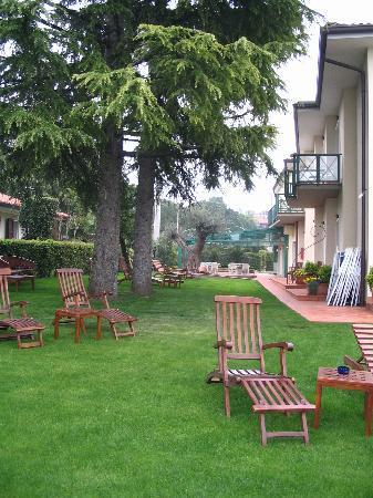 Hotel Campagnola: Side Grounds
