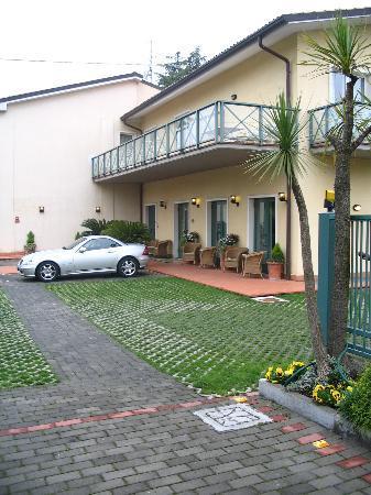 Hotel Campagnola: Front Entrance