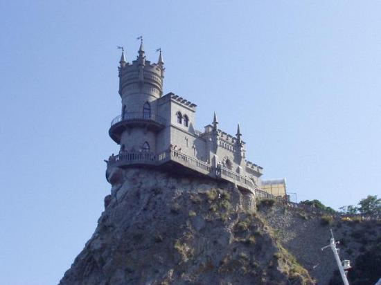 Seasons Hotel: A Precarious Castle (and restaurant).