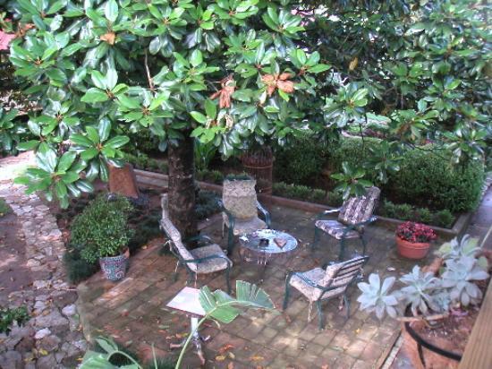Das Garten Haus Bed and Breakfast: The garden from our bedroom porch