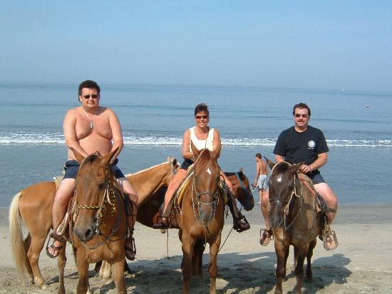 Villa del Palmar Flamingos : horseback on beach $35 for all 3