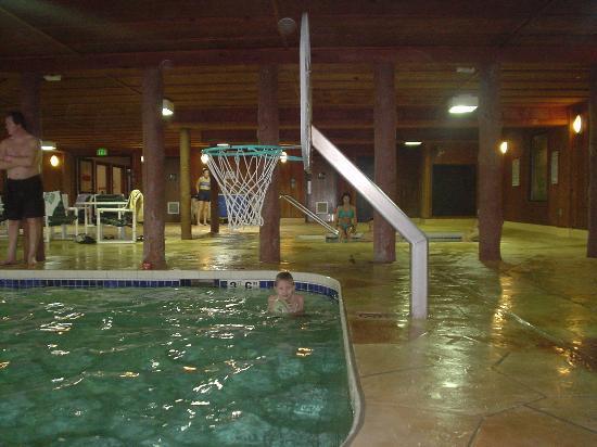 Wilderness Resort: Lots of fun shooting baskets in Baby Bear!