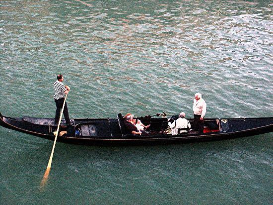 Ca' Angeli : gondolier on the Grand Canal