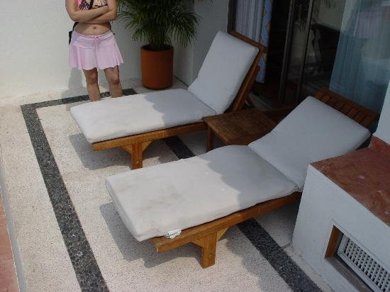 The Westin Resort U0026 Spa, Puerto Vallarta: Dirty Patio Furniture