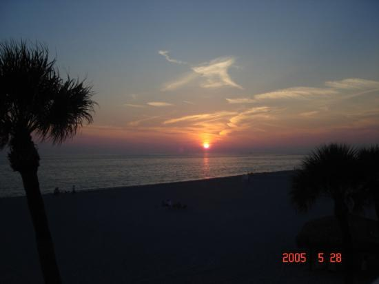 Sandcastle Resort at Lido Beach : here goes the sun1