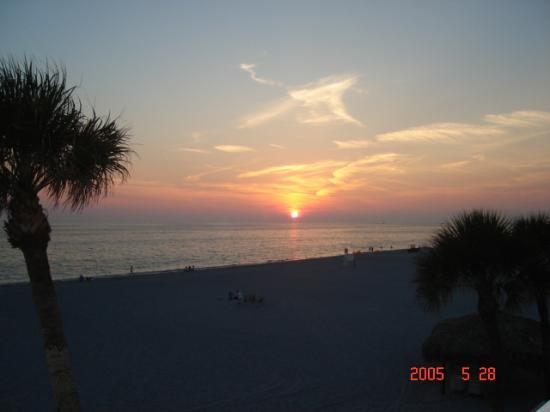 Sandcastle Resort at Lido Beach : Here goes the sun2