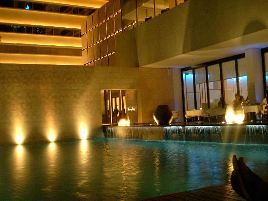 COMO Metropolitan Bangkok : Pool + Cyan restaurant