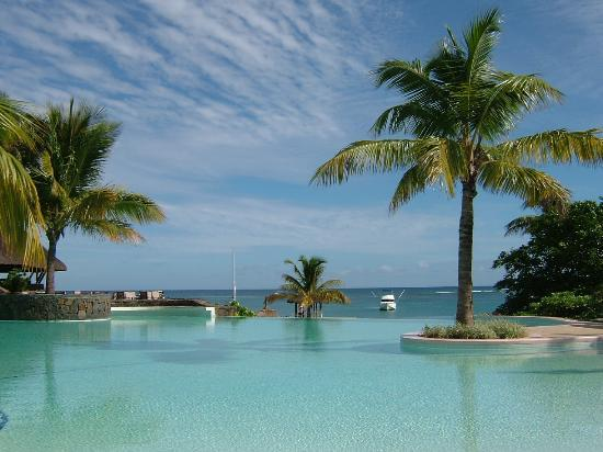 Maritim Resort & Spa Mauritius : The pool and out to sea