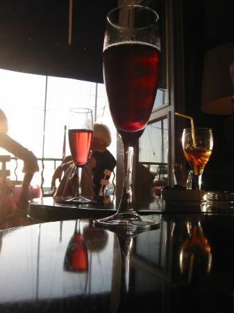 Hotel Sube : kir royale at the sube