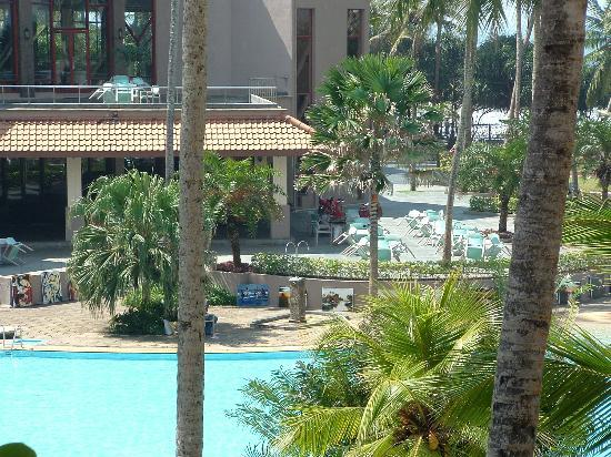 Royal Palms Beach Hotel: View from our room towards the main resteraunt and terrace