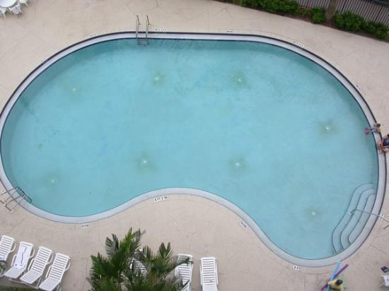 Hampton Inn Cocoa Beach/Cape Canaveral: View of pool from balcony