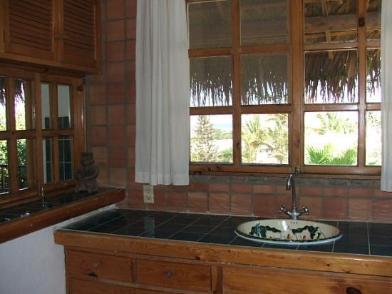 The Bungalows Hotel: Honeymoon Suite Kitchen