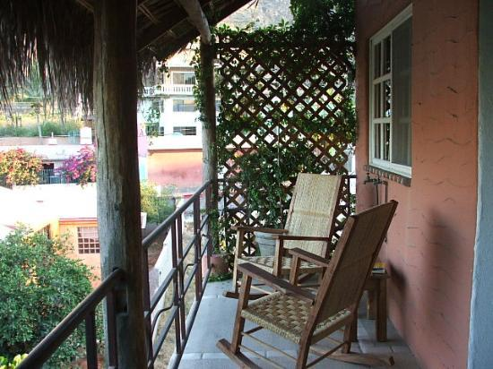 The Bungalows Hotel : Honeymoon Suite Patio