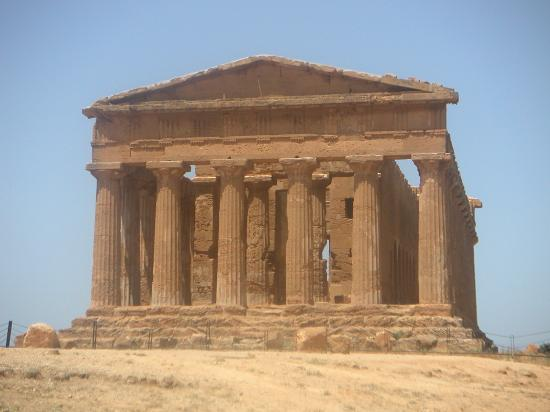 Agrigento, Italien: One of the temples