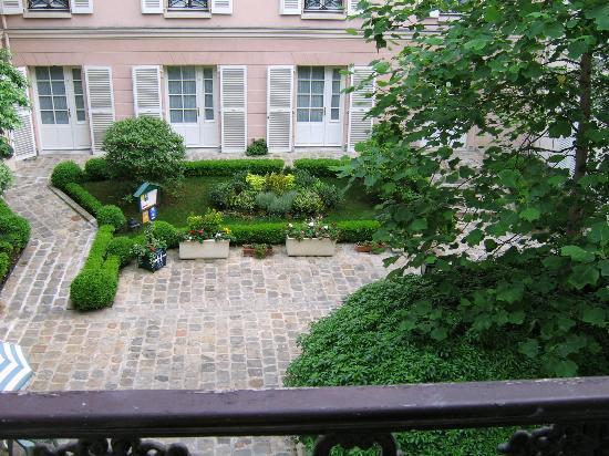 Hotel des Grandes Ecoles: courtyard