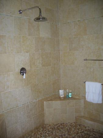 Jumby Bay, A Rosewood Resort : The indoor shower