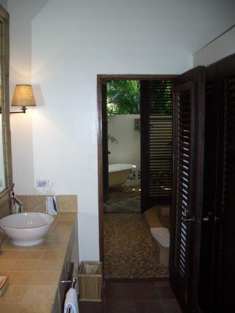 Jumby Bay, A Rosewood Resort : Bathroom