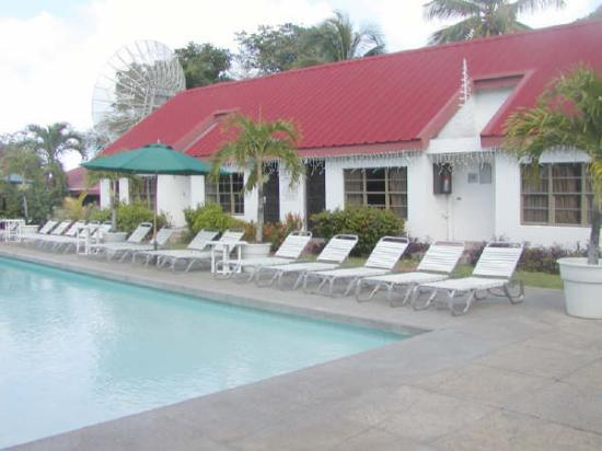 Sandy Point Village: Poolside Rooms