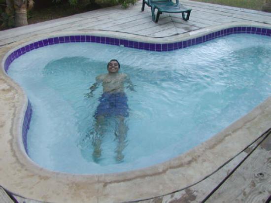 Sandy Point Beach Club: hot tub 2