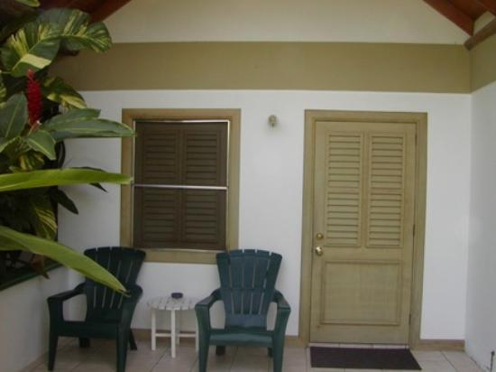 Kariwak Village Holistic Haven and Hotel: garden room patio