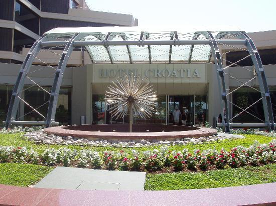 Hotel Croatia Cavtat: Front entrance of Hotel Croatia