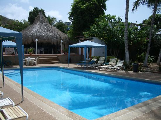Playa Parguito, Venezuela: the pool and bar