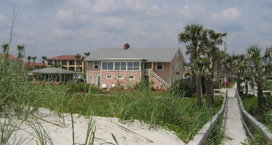 Beachfront Bed & Breakfast: View of inn from the beach