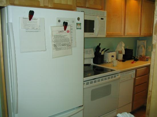 Crow's Nest Resort: Kitchen
