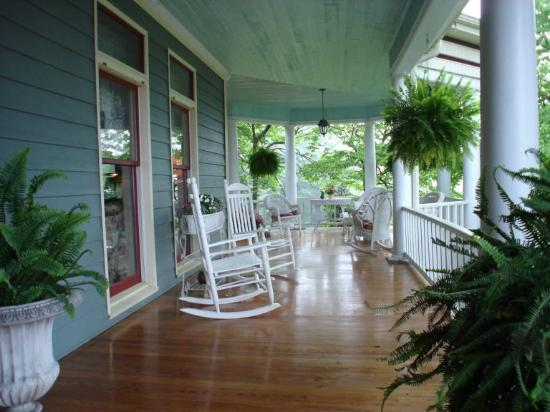 Inn at Iris Meadows: Southern Charm