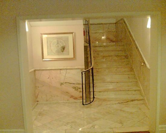 Mandarin Oriental, München: Stairway in the hotel
