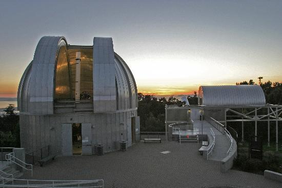 Oakland, Californië: 2 of 3 Large telescopes for public viewing