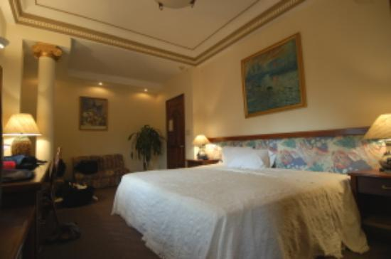 Spring Hotel: Deluxe Room - View 2