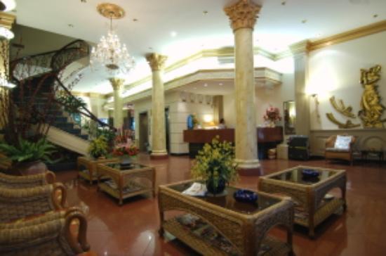 Spring Hotel: Lobby - View 1