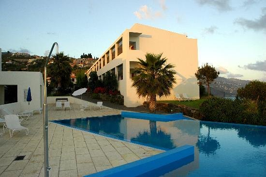 Estalagem Ponta do Sol: sunset by the pool