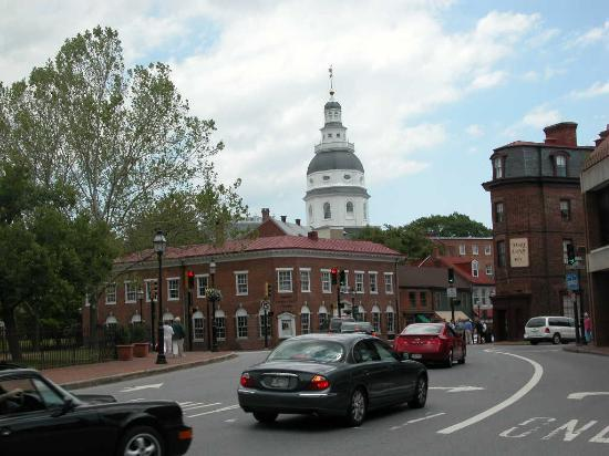 Reynolds Tavern: Church Circle