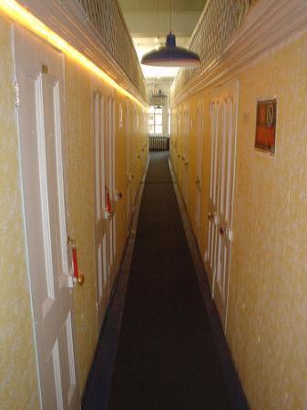 Bowery's Whitehouse Hotel: Hallway.