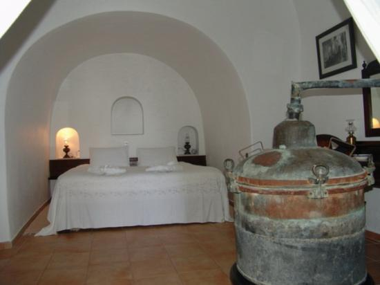 Ikies - Traditional Houses: The Bedroom of the House of the Winemaker