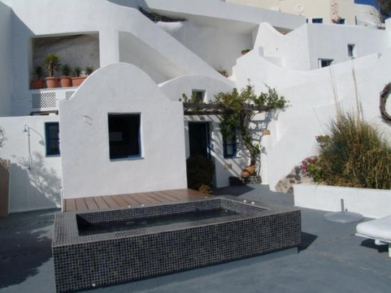 Ikies - Traditional Houses: A view of the Terrace and the Jacuzzi