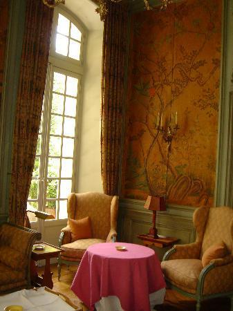 La Mirande Hotel: a  parlor