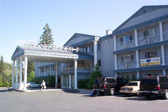 Comfort Inn Mount Shasta Area: Outside view of the Comfort Inn