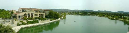 Mallemort, Francia: Lake side view from apartment balcony