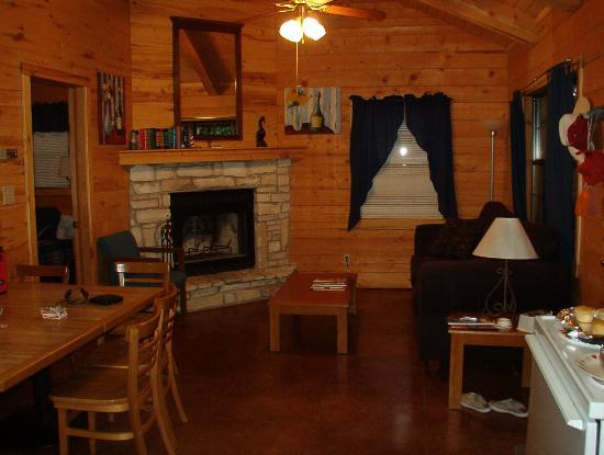 River Haven Cabins: Living room