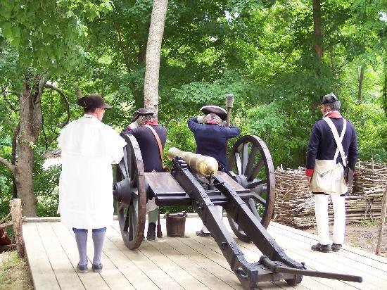 Yorktown, Вирджиния: Hold Your Ears when they fire the cannon.