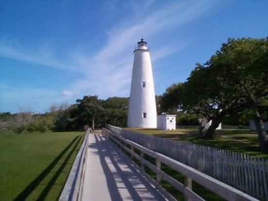 Ocracoke Harbor Inn: Ocracoke Lighthouse