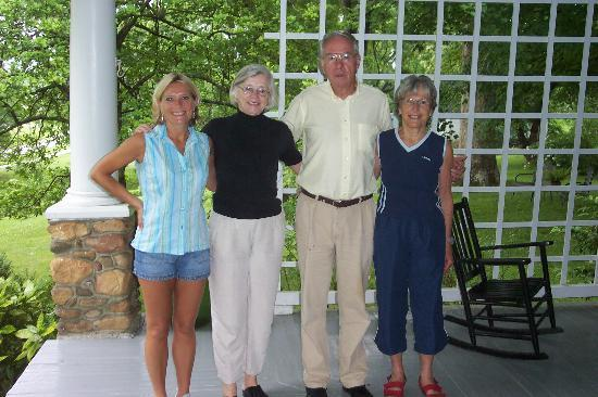 Cozad-Cover House Bed and Breakfast: Jerry & Linda with me!