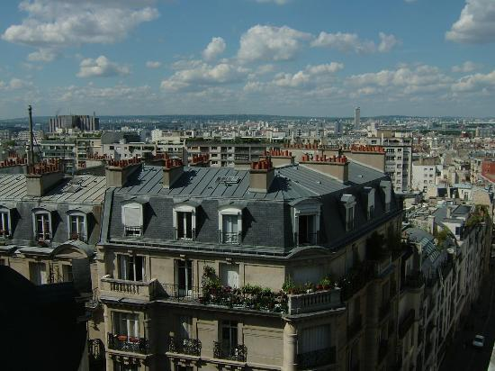 Hotel Roma Sacre Coeur : View of the city from our 5th floor window.