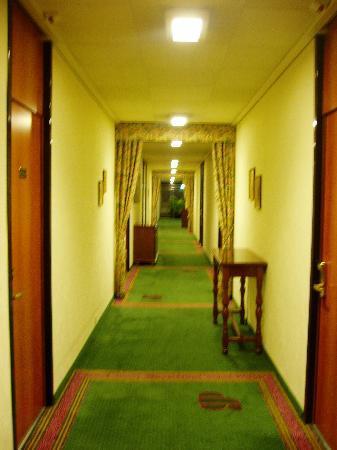 Grand Pre Swiss Q Hotel: hotel corridor