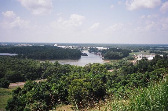 Vicksburg, MS: NW view of Mississippi River atop Fort Hill