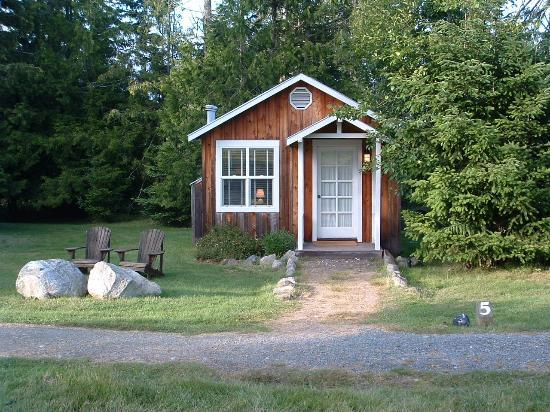 Lopez Farm Cottages & Tent Camping: Cottage #5, has a satellite tv/vcr/dvd player